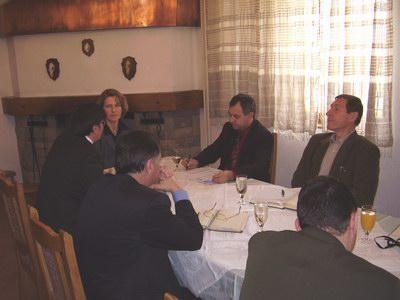Poslovodstva dvaju preduzeća tokom sastanka